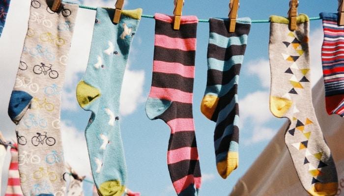 Skarpetki męskie – jak je dopasować do reszty stroju?